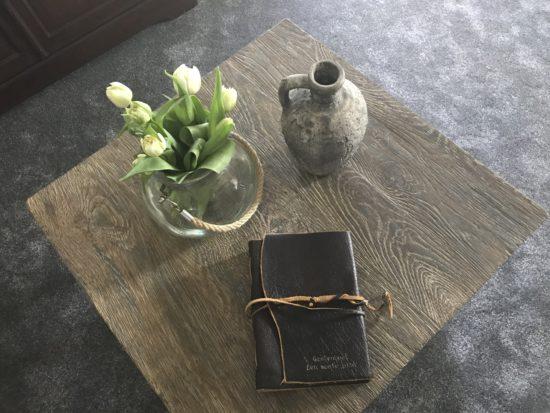 Bloemen op tafel voor onze eerste gasten